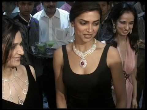 Deepika Padukone To Opt For Amitabh Bachchan Over Rajnikanth? - Bollywood News