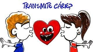 Será que beijo na boca pode transmitir cárie? Neste vídeo, a gente mostra como as bactérias vivem na nossa boca e como a cárie aparece. Explicamos também como a erosão ácida, o novo problema dos dentes causado por refrigerantes, vinhos, sucos ácidos e outros alimentos acontece.Site: http://manualdomundo.com.brFacebook: http://facebook.com/manualdomundoInstagram: http://instagram.com/manualdomundoTwitter: @manualdomundoPinterest: https://br.pinterest.com/manualdomundoFacebook Mari: https://facebook.com/marifulfarorealCRÉDITOSDireção e narração: Iberê ThenórioProdução executiva e narração: Mari FulfaroImagens: Natã Romualdo Edição e finalização de imagens:  Ivan M. FrancoRoteiro: Iberê ThenórioIlustração: Oda MouraApoio: Oral-BEste é o canal do Manual do Mundo. Vídeos novos todas as terças e sábados, às 11h30.Manual do Mundo Comunicação LTDACaixa Postal 77795CEP 05593-000 SP - SP