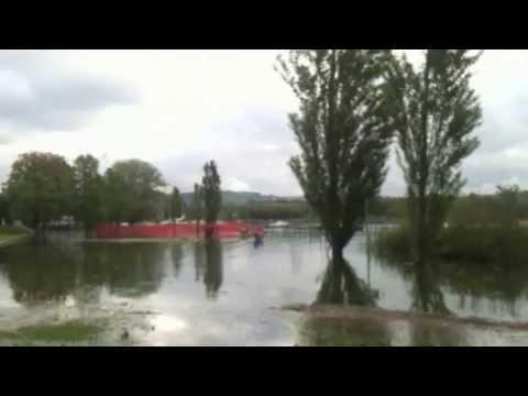 Angera, il Lago invade il prato