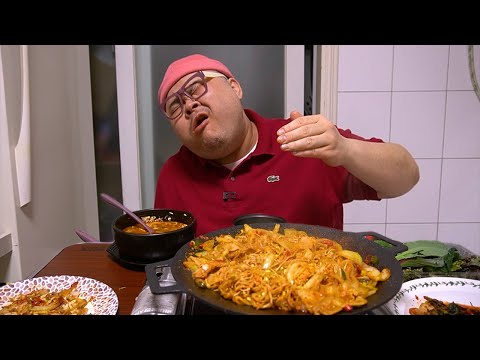 이리 매운걸 왜 나한테../ 화끈한 갓소스를 이용한 콩나물불고기 먹방 Mukbang Eatingshow [Bean Sprout Bulgogi,Hot spicy sauce]