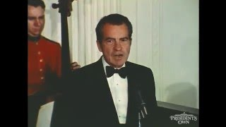 "Download Lagu President Richard Nixon introduces Frank Sinatra and ""The President's Own"" U.S. Marine Band Mp3"