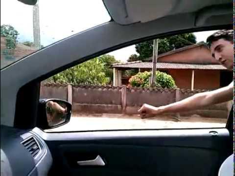 Baldinho voando na casa da vó Linda