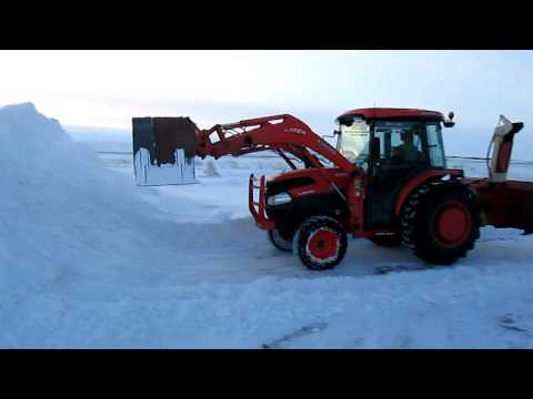 Kubota L3940 Pushing Snow with Homemade Snow Pusher