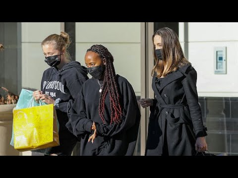 Angelina Jolie Treats Daughters Shiloh And Zahara To A Weekend Shopping Spree