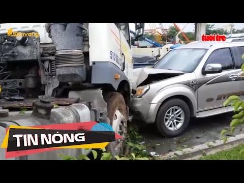 Xe đầu kéo tông trực diện ô tô, nhiều người hoảng loạn | Tin nóng 24h