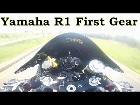 Yamaha R1 first gear acceleration