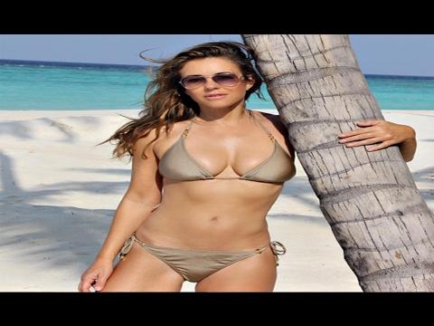 Elizabeth Hurley, 51 anni, bikini da urlo