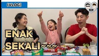 Video [VLOG KOREA] #2 ORANG KOREA COBA MAKAN JAJANAN INDONESIA!!  조카와 인도네시아 과자 먹어보기!! MP3, 3GP, MP4, WEBM, AVI, FLV April 2019