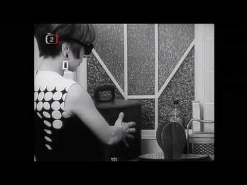 placená - Finálová píseň první půlky představení Dobře placená procházka. Záznam je z filmové verze Miloše Formana a Jána Roháče (1965). Hrají a zpívají Jiří Suchý, Ji...