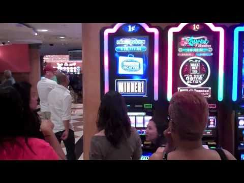 Woman wins 10,375 penny JACKPOT at Las Vegas Hilton Casino [HD]