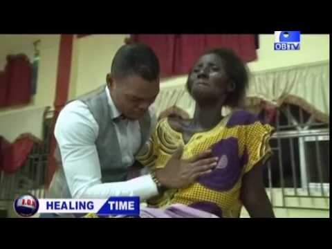 WATCH FAKE PASTOR FOOLING PEOPLE WITH FAKE HEALING