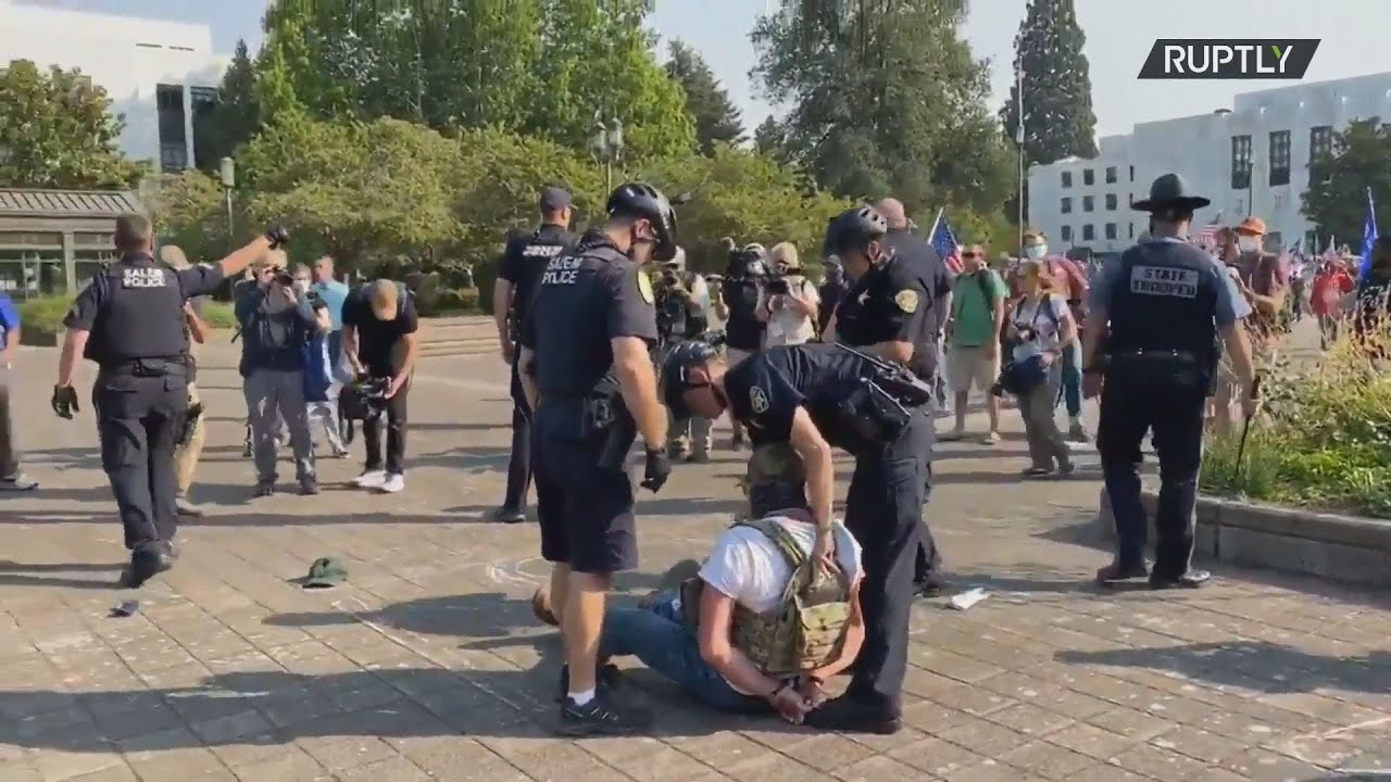 ΗΠΑ: Υποστηρικτές του Προέδρου Τράμπ και BLM συγκρούστηκαν κοντά στο Καπιτώλιο στο Όρεγκον