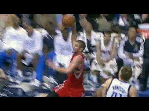 Brooks to Chandler Parsons nasty fast break slam to end quarter