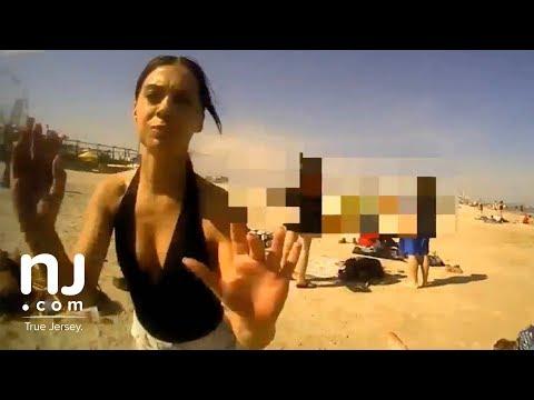 Nie cackali się z nią. Szybka kara dla dziewczyny na plaży