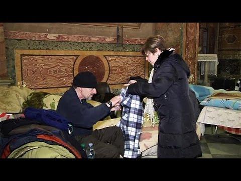 Βατικανό: Άνοιξε εκκλησία για να φιλοξενήσει άστεγους – Τα McDonald's προσφέρουν φαγητό