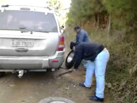 na estrada quando furou o pneu na cidade de correia pinto.mp4
