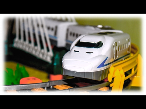 VIDEO FOR CHILDREN - Unboxing and Assemble Children's Railway with Bridge and White Toy Train