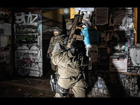 Berlin: Rigaer Straße - Spezialkräfte stürmen besetzt ...