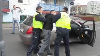 Policja – Nieudolne zatrzymanie chłopaka, za… złe parkowanie.