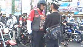Video Video Asli Aksi Pesepeda Hadang Konvoi MOGE di Yogyakarta MP3, 3GP, MP4, WEBM, AVI, FLV Desember 2018