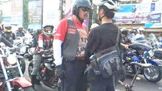 Video Video Asli Aksi Pesepeda Hadang Konvoi MOGE di Yogyakarta MP3, 3GP, MP4, WEBM, AVI, FLV Agustus 2018