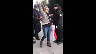 24/11 Beatę Geppert mającą przepustkę wyrzucono z Sejmu.