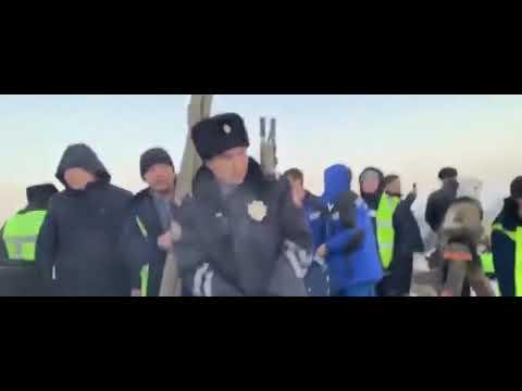 Αεροπορική τραγωδία στο Καζακστάν: Ένα μωρό ανασύρθηκε ζωντανό από τα συντρίμμια (Photos/Video)