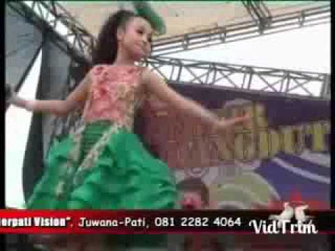 Video Pecah Seribu Tasya Rosmala New Pallapa download in MP3, 3GP, MP4, WEBM, AVI, FLV February 2017