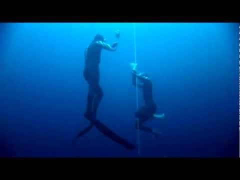 free diving - Suunto dive ambassador William Trubridge sets a new world record in freediving by diving to 101 meters (CNF ie unassisted). The record was made in Dean's Blu...