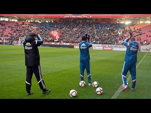 Training - Ajax is klaar voor de klassieker. Zaterdag werkte de selectie de laatste training af en werd de ploeg toegezongen door de aanwezige fans.