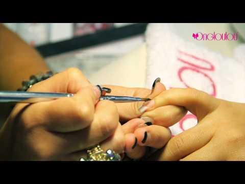 comment poser un piercing d'ongle