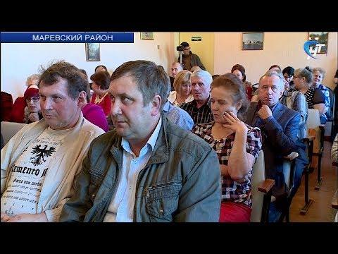 Андрей Никитин обсудил с жителями Марево готовность к учебному году и поддержку семей с детьми