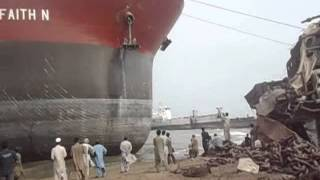 Video Ship Beaching (Ore Carrier) M.V FAITH N.wmv MP3, 3GP, MP4, WEBM, AVI, FLV Mei 2018