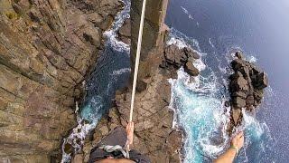 Экстремал прошёл по канату над пропастью в Тасмании, снимая видео