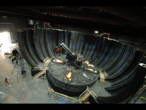 Процесс строительства богатых декораций для посредственного фильма Р. Скотта