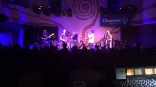 Video Burma Jones - Samba v kapkách deště (live)