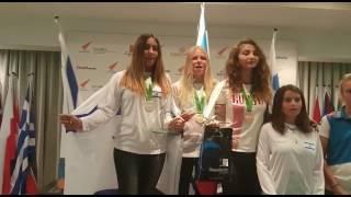 הישגים מעולים לגולשי הנוער של ישראל באליפות העולם לנוער בדגם האולימפי  RSX שננעלה בלימסול, קפריסין.  הגולשים הישראלים זכו ב-6 מדליות והביאו לישראל הרבה כבוד וגאווה. יואב עומר משדות ים, אלוף העולם מאשתקד, הגן על תוארו וכבר ביום שישי, לפני שיוט המדליות, הבטיח את מדליית הזהב ואת התואר העולמי בזכות יכולת יוצאת מהכלל. את המדל רייס שנערך היום סיים עומר במקום הראשון ואת כל התחרות עם רק 14 נקודות שליליות.קטי ספיצ'קוב מאילת הוכתרה לאלופת העולם לנוער בגלשני RSX  לאחר שניצחה בשיוט המדליות והצליחה לעקוף בנקודה אחת את נוי דריהן, אלופת העולם לנוער מאשתקד, שסיימה במקום השני בכללי וזכתה במדליית הכסף. ספי'צקוב צברה בתחרות 27 נקודות שליליות, נקודה אחת פחות מנוי דריהן שהוכתרה לסגניתה לאחר שסיימה 4 במדל רייס וצברה 28 נקודות שליליות. תום ראובני, ממועדון השייט הרצליה, זכה במדליית ארד בתחרות הכללית לאחר שסיים שלישי בשיוט המדליות ובנוסף הוכתר לאלוף העולם לנוער עד גיל 17 עם עוד מדליית זהב ישראלית. מאיה נדלר מהרצליה הוכתרה לסגנית אלופת העולם עד גיל 17 וזכתה במדליית הכסף לצד מקום 13 בתחרות הכללית. מאיה מוריס (שדות ים) סיימה 4 בכללי ו-3 בשיוט המדליות כשהיא מפספסת בנקודה אחת (43 נקודות שליליות) את מדליית הארד. הקדימה אותה הרוסיה  מרים סקפוסיאן (42 נקודות שליליות). ירדן איסק (שדות ים) סיימה שביעית בשיוט המדליות ודורגה 9 בכללי. תוצאות נוספות: טל צדוק 6 בכללי, יואב כהן 12, כפיר אזולאי 13, סער מינץ 18, דניאל הררי 25, אלדד דסה 32.