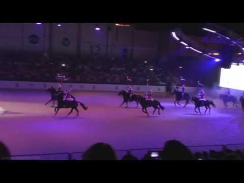 Az angol királynő lovas testőrségének bemutatója