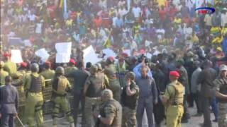 AZAM TV – MAGUFULI ASHUKA JUKWAANI KUSOMA MABANGO