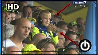 Video Masih ingat anak yang kemarin nangis ( Fans Rossi ), sekarang dia tersenyum MP3, 3GP, MP4, WEBM, AVI, FLV November 2017