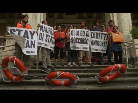 Ακτιβιστές εναντίον Σαλβίνι για τη σκληρή αντιμεταναστευτική πολιτική…