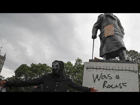 Αποκαθηλώσεις αγαλμάτων στην Ευρώπη