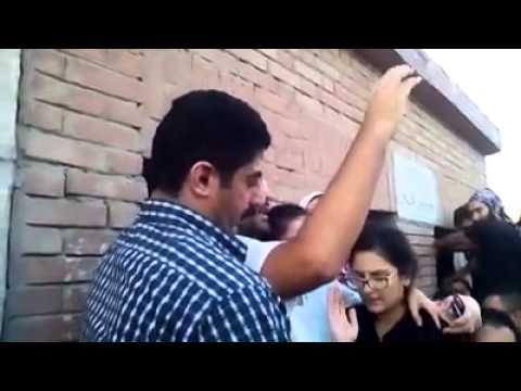 «علاء عبدالفتاح» وسط هتافات «يسقط حكم العسكر»: «قتلوا أبى»