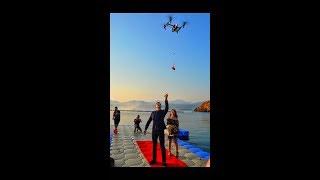 Fethiye'de yaşayan 27 yaşındaki Harun Çetin,  3 yıldır görüştüğü Elise Kotil'e son derece ilginç bir evlilik teklifinde bulundu.Sürpriz için havadan video ve fotoğraf çekimi yapan özel bir reklam şirketi ile anlaşan Çetin, uzaktan kumanda edilen insansız hava aracı ile Elise Kotil'e evleme teklifi yaptı. İnsansız hava aracına yerleştirilen tek taş yüzük, 150 metre yüksekliğe çıkarıldı. Daha sonra ise yavaş yavaş aşağıya doğru inerek gelin adayı Elise Kotil'in önüne geldi.Yüzüğün insansız hava aracıyla önüne gelmesi gelin adayını şok etti.
