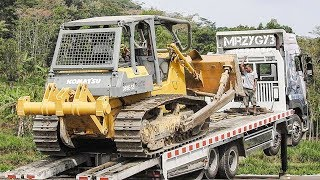Big Dozer Moved By Quester Self Loader Truck Komatsu D85E-SSRelated Videos :Excavator Accident Kobelco SK200 Fuso Self Loader Truck Heavy Recovery   https://www.youtube.com/watch?v=ICOPK--lg-8Excavator Stuck Kobelco SK200 End of Recovery   https://www.youtube.com/watch?v=kY7hj792ft8Stuck Concrete Mixer Truck Heavy Recovery   https://www.youtube.com/watch?v=LK6PLnzFc98Mini Excavator Stuck Heavy Recovery Komatsu PC75UU  https://www.youtube.com/watch?v=3S9_7v59Bw0Excavator Stuck In Mud Kobelco SK200 Heavy Recovery Extended   https://www.youtube.com/watch?v=xy0NJr6WiyMMini Excavator Heavy Recovery Kobelco SK200   https://www.youtube.com/watch?v=OQuK_zIVmOQExcavator And Dozer Working On Road Costruction Site   https://www.youtube.com/watch?v=y_teBRYkIr8Dump Truck Delivering And Unloading Dirt At Road Construction Site   https://www.youtube.com/watch?v=5NC7iOSlMaAAsphalt Eater Machine Working SAKAI ER501F Cold Milling   https://www.youtube.com/watch?v=X4scDsUywJUDump Truck Stuck Recovery By Komatsu D85E-SS Dozer   https://www.youtube.com/watch?v=uPIPBXwf5GgQuester Self Loader Truck Moving Tire Roller   https://www.youtube.com/watch?v=tP441urn90YLarge Excavator Working On Road Construction   https://www.youtube.com/watch?v=giFm4XtCRVwSelf Loader Truck Unloading Komatsu D85E-SS Bulldozer Working   https://www.youtube.com/watch?v=wfHW7zWqSAkEpic Dump Truck Stuck Off Road Recovery Part 2   https://www.youtube.com/watch?v=RbXXcZx1khEEpic Dump Truck Stuck Off Road Recovery Part 1   https://www.youtube.com/watch?v=VUbycrsciNwEpic Dump Truck Off Road   https://www.youtube.com/watch?v=YmGKGqh5mS0Large Excavator Work CAT 336D LME Swingging Dirt   https://www.youtube.com/watch?v=CW_UgsKmPzsBulldozer CAT D6R Hard Working On Road Construction   https://www.youtube.com/watch?v=EVs8ocV2-AEFB : http://www.facebook.com/MrZygy3Twitter : http://twitter.com/Zygy3Web : http://zygy3.comInstagram : https://www.instagram.com/mrzygy3All About Heavy Equipment Like Digger Excavator Truck and Constr