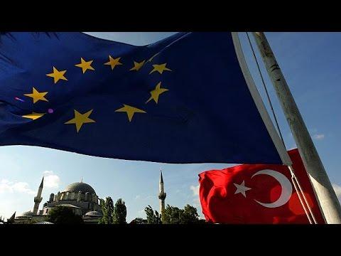 Τη διερεύνηση όλων των καταγγελιών για παρατυπίες στο τουρκικό δημοψήφισμα ζητά η Κομισιόν