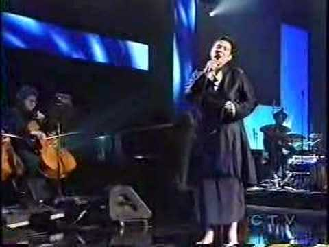 lang - K.D. Lang's Juno Awards in Winnipeg in 2005 Performance on Leonard Cohen's Hallelujah. Thank you Ken!