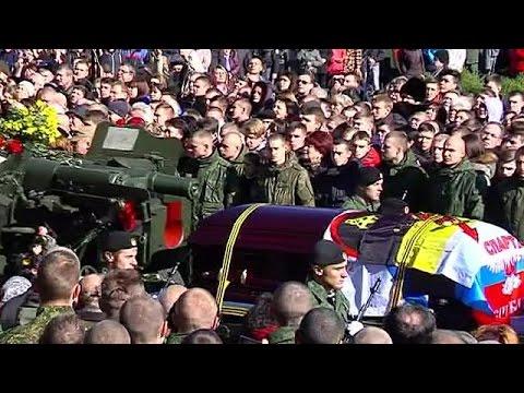 Ουκρανία: Κοσμοσυρροή στην κηδεία Ρώσου στρατιωτικού ηγέτη των αυτονομιστών