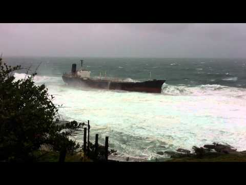 ship runs aground - The