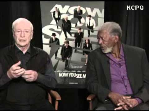 Morgan Freeman se queda dormido en plena entrevista